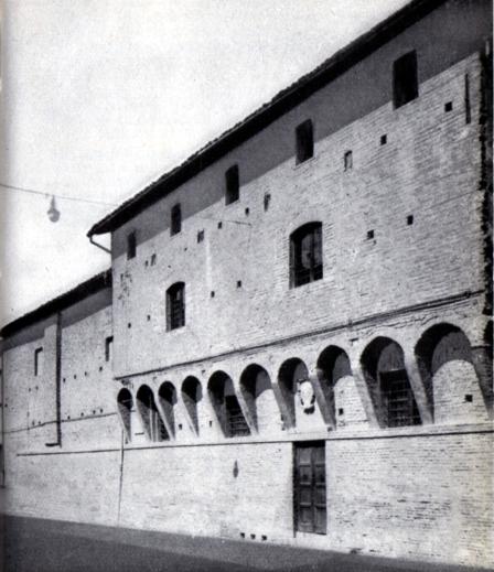 Casa del Sacro Monte di Pietà già Casa Della Volpe, XV sec.